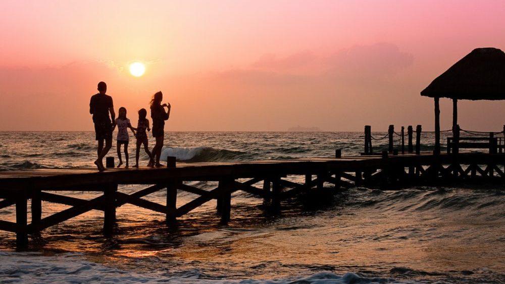 family-pier-man-woman-39691-e1528108047828